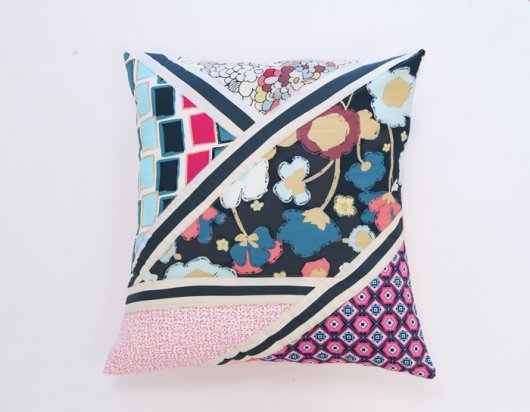 Art-Gallery-Fabrics_Dare_Pillow_5